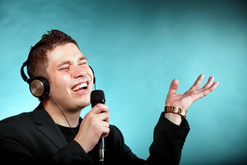 man singing into microphone happy karaoke signer