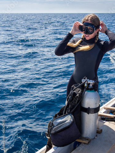 Fotobehang Duiken Beautiful Woman in Preparation for Scuba Diving