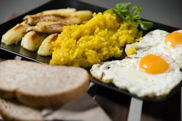Plato de arroz con huevos