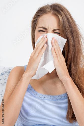 canvas print picture junge frau krank im bett erkältung schnupfen
