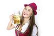 Hübsche Frau mit Bierkrug