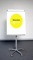 Rundes, gelbes Richtungszeichen