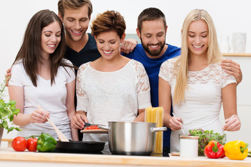 freunde kochen italienisch