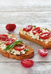 Toasts  with grilled tomatoes and ricotta