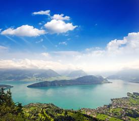 Gefühl von Unendlichkeit: Schweizer Seen- und Berglandschaft :)