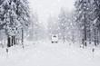 Wohnmobil auf Schneefahrbahn - 56319097