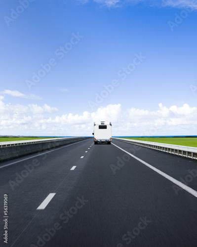 Wohnmobil auf Autobahn