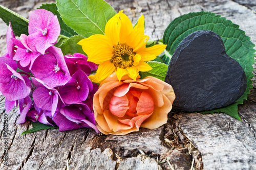 Hortensie, Sonnenblume, Rose, Schieferherz,Textfreiraum