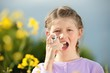 Kind mit Asthmaspray