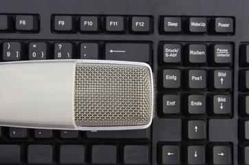 Mikrofon auf Tastatur