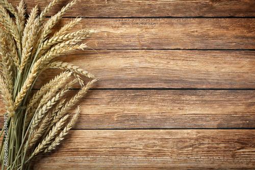 Getreide auf Holz - 56349491