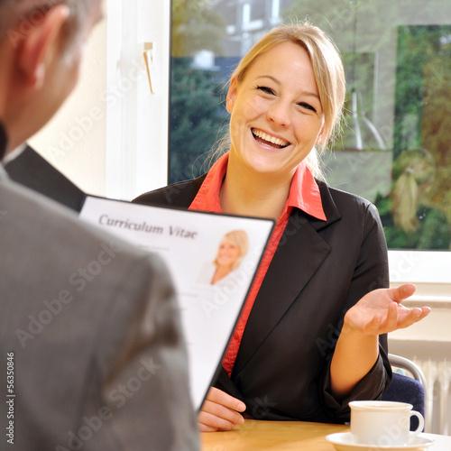 Leinwanddruck Bild Junge Frau bei Vorstellungsgespräch