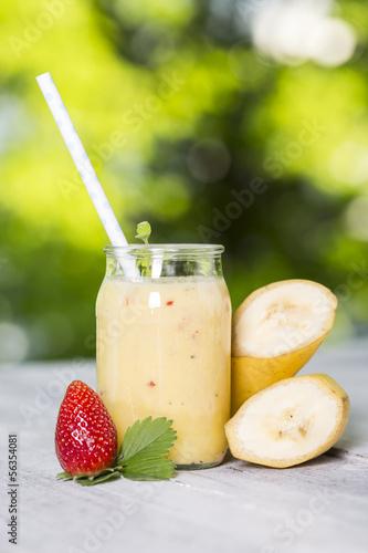 Bananensmoothie mit Erdbeere