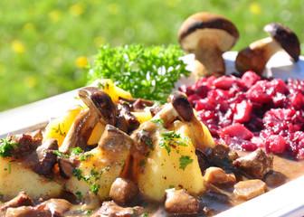 Frisch zubereiteter Pilzgulasch