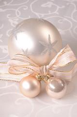 Silberne Weihnachtskugeln