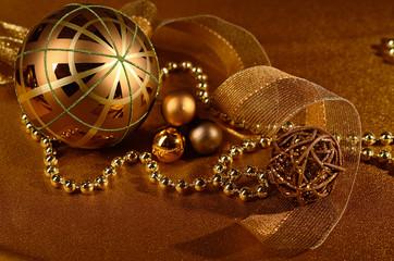 Goldfarbene Weihnachtsdeko