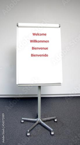 Internationale Begrüßungstafel