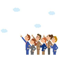 空を見上げる会社員集合