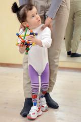 Physiotherapie mit kleinem Kind