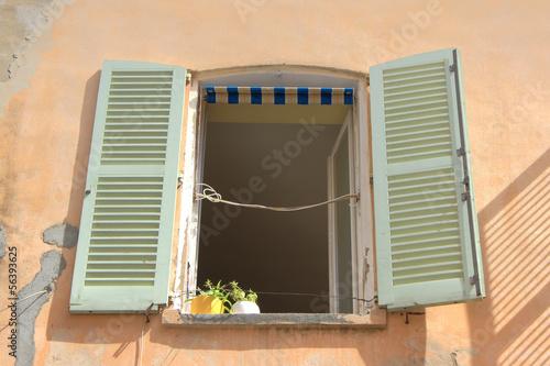 mediterrane fensterl den mediterranean shutters stockfotos und lizenzfreie bilder auf. Black Bedroom Furniture Sets. Home Design Ideas