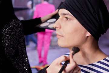 Making-up of young actor before shooting him in new clip
