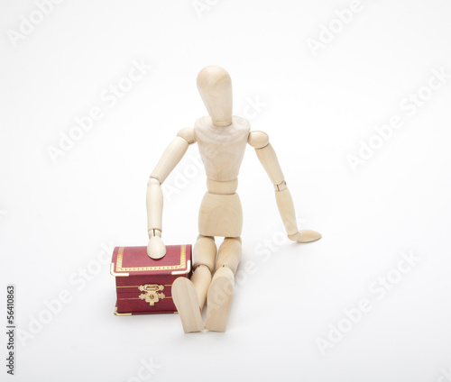 Wooden dummy with gift box, isolated on a white