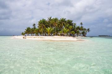 Crystal clear water at perfect caribbean island. San Blas, Panam
