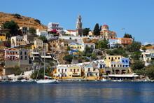 Vue colorée fantastique de l'île de Symi