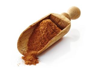wooden scoop with cinnamon powder
