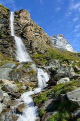 Cascata in alta montagna