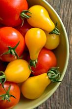 tomates colorées dans un bol