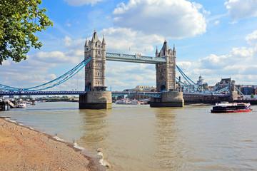 Tower Bridge desde el Tamesis. Londres