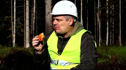 Worker eating donuts episode 7