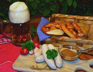 Bayerische Brotzeit Weißwurst und Bier