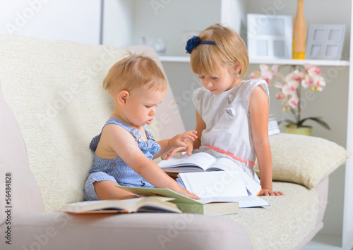 Kids with lot of books © Monika Wisniewska