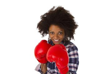 Junge Frau boxt sich durch