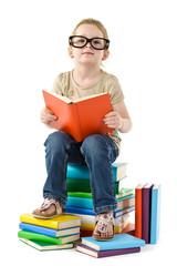 Mädchen mit Brille und Büchern