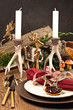 Herbstlich dekorierter Tisch für ein Wildessen