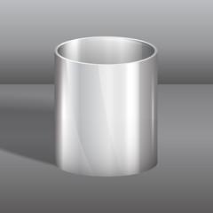 стальной стакан на сером фоне