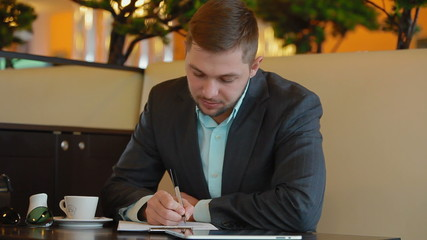 Young businessman does business Sitting in a cafe