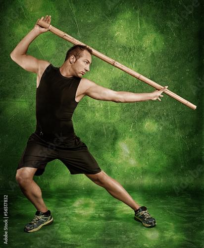 Mann beim Kampfsport