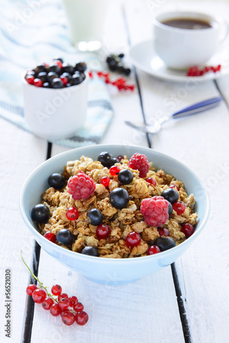 Healthy breakfast: baked granola with berries