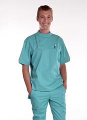 Hombre médico cirujano enfermero en fondo blanco