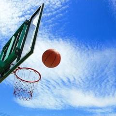 Spinning basketball uses the backboard to bounce into the goal.