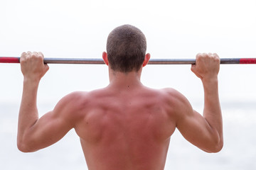 Tightening on horizontal bar for strong arms