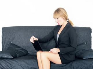 Businessfrau mit Laptop