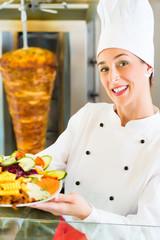 Kebab - heißer Dönerteller mit frischen Zutaten