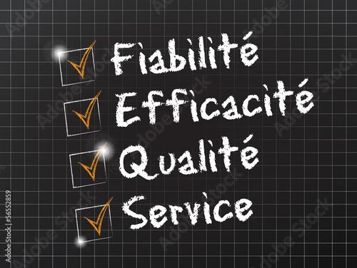 tableau noir schéma : fiabilité efficacité qualité service