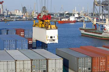 Verladung von Containern im Hafen von Rotterdam,Niederlande