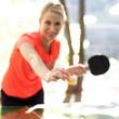 Frau spielt Tischtennis